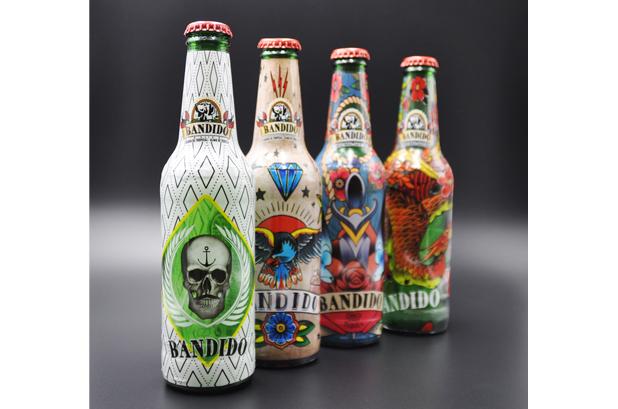 <p><strong>Compañia Cervecera de Canarias</strong> lanzó una edición especial de su marca <strong>Bandido</strong>. Para llevar los diseños a las botellas