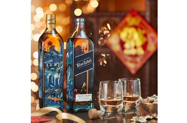 <p>El whisky escocés <strong>Johnnie Walker Blue Label</strong> lanza una botella edición limitada que honra el año del perro. El diseño de lujo del Año Nuevo Chino de este año está inspirado en el vínculo precioso entre el hombre y el perro