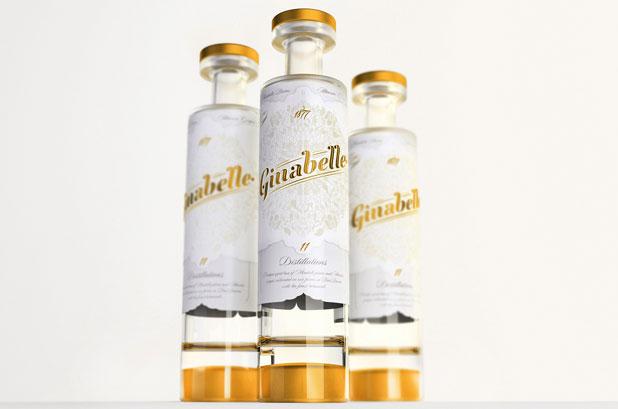 <p>El oro sobre blanco y el sistema DobleAlto® de la botella (<strong>Estal Packaging</strong>)