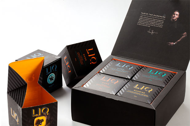 <p>Esta caja regalo de regaliz premium es un ingenioso <strong>packaging de cartón plegable</strong> realizado por <strong>Van Genechten Packaging</strong> y galardonado con el premio <strong>European Carton Excellence</strong>. <br /><br />La caja