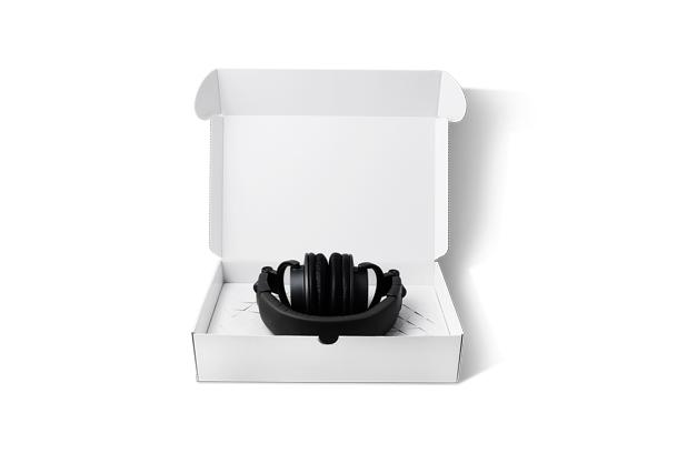 """<p>El diseño ganador """"Stretching Inner Part"""" se envió a la categoría de comercio electrónico. Es una pieza interna de caja corrugada que permite embalar productos de tamaño variable sin necesidad de envoltura de burbujas. Este producto versátil podría usarse para empacar varios tipos de artículos y asegura que el producto permanezca adherido al paquete durante el transporte. Numminen recibirá el premio principal de 10.000 euros por su diseño.</p>"""