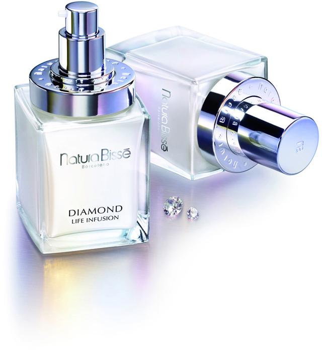 <p>Diamond Life Infusion cuenta con un packaging que combina un envase de cristal con un envase rígido Airless de Yonwoo