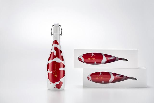 <p>Para diseñar la caja y la botella de este sake japonés