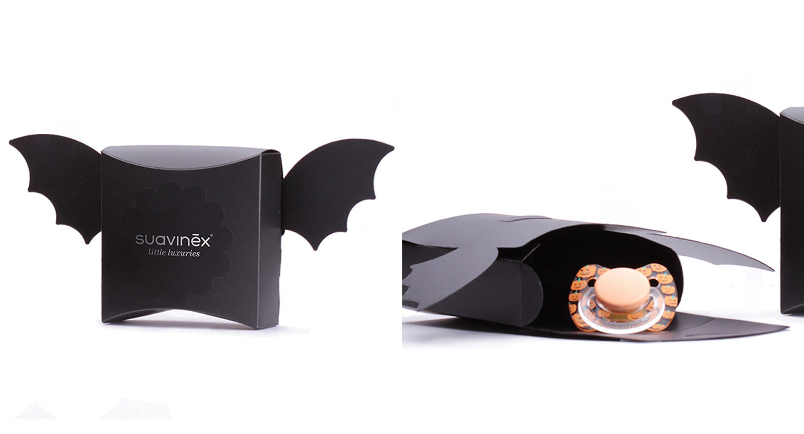 <p>Visualpack junto con Suavinex han desarrollado un pack regalo personalizado y de edición limitada para la celebración de Halloween: Chupetes de divertidas calabacitas en envases con forma de murciélago.<br /> Se trata de una cajita de plástico resistente para el envío a través de venta on-line como regalo para chupetes de colección limitada. <br />La cajita con la forma del murciélago otorga al obsequio una identidad única y atractiva además de proteger los chupetes durante el transporte por su alta resistencia frente a otros materiales.</p>