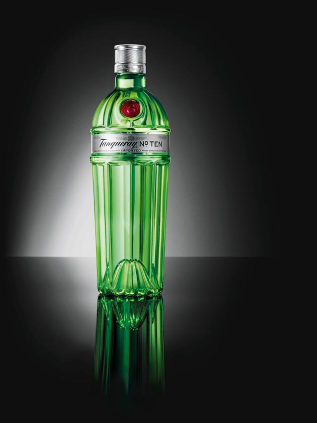 <p>Diageo ha rediseñado la botella de su ginebra Tanqueray Nº Ten