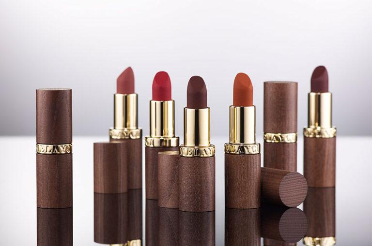 Melayci se presenta con una colección de barras de labios de madera de Corpack