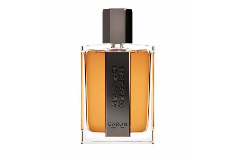 Eine Flasche Stölzle, ausgezeichnet von der Fragrance Foundation